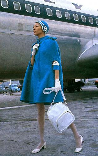 写真:1969年のオリンピック航空の制服=ピエール・カルダン社提供