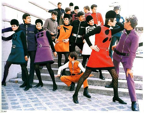 写真:コスモコールルック(1967年)=ピエール・カルダン社提供