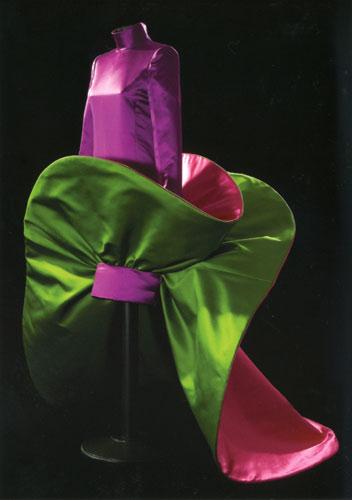 写真:衣装博物館で展示中のロベルト・カプッチのドレス(C)Fondazione Roberto Capucci2007
