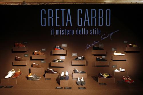 写真:グレタ・カルボ展で展示されている靴の数々(フェラガモ・ジャパン提供)