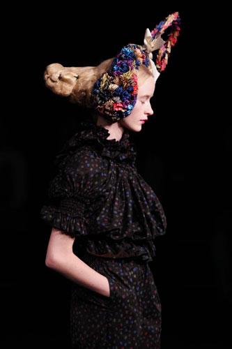 写真:タオ・コムデギャルソン=いずれも2011年春夏パリ・コレクションより、大原広和氏撮影