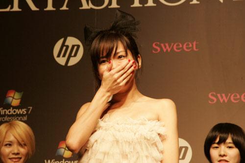 写真:グランプリに輝いた「Natsu」さん。NYのブランドHaute Hippieのドレスで
