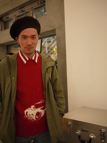写真:ミリタリージャケットとベレー帽。SWAGGERのパーティーでの一枚。