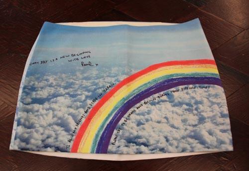 写真:希望の虹を描いたチャリティー用マイクロミニのスカート。6月ごろ発売予定