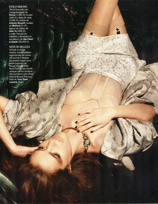 写真:「Vogue spain」  2010 April 撮影: Fabio chizzola 素肌の上からメイクしたように見える自然な美肌メイクは、色々な綺麗に合わせられます。