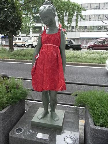 写真:大阪・御堂筋 「赤い服」