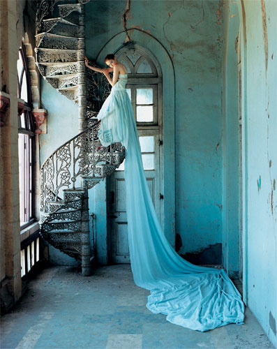 写真:リリー・コール(C)Lily Takes a Trip' Lily Cole July 2005 by Tim Walker Fashion by Stella McCartney