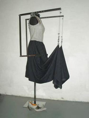 写真:「産業革命」をテーマにしたドレス