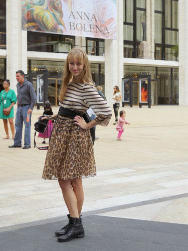 写真:ボーダー×トラ柄の着こなし。柄×柄はもちろん、スカートのアニマル柄も今季注目アイテム