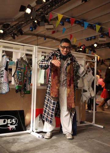 写真:コレットカーニバル内、TOKYO STREET POP UP SHOPのブース前で。東京でなじみの深い、アンダーグラウンドなブランドが勢揃い。彼は服飾評論家の平川武治さん