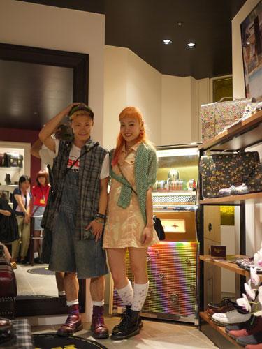 写真:AVANGARDEのショップの女の子とbubblesのお店の男の子。2人は仲良し