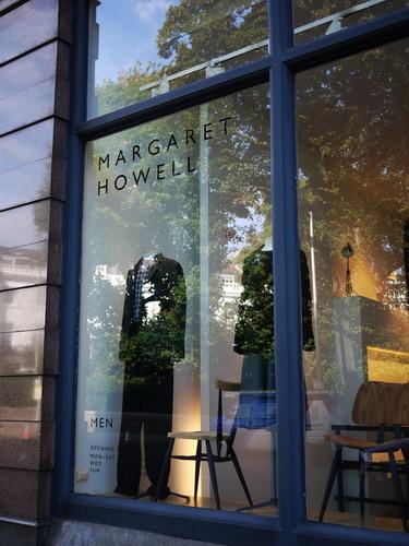 写真:Margaret Howellの正面。ここはメンズレディス、インテリア、とフルラインで揃っています。