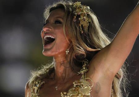 : 5月6日、米フォーブス誌の「スーパーモデル所得番付」によると、トップ10人の過去1年間の所得が1億1200万ドルと過去最高を記録した。写真は首位のジゼル・ブンチェン。リオデジャネイロで3月撮影(2011年 ロイター/Ueslei Marcelino)