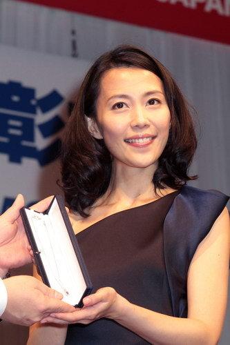 写真:30代代表として受賞した木村佳乃