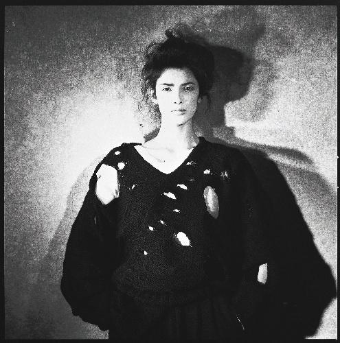 写真:コムデギャルソン(1982年の作品、ピーター・リンドバーグ氏撮影)