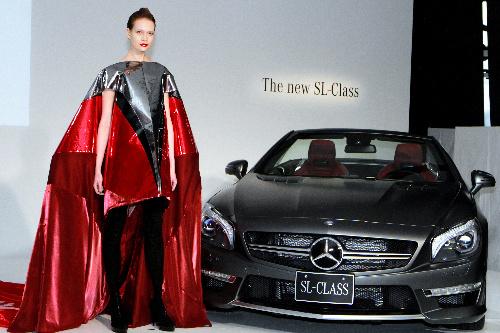 写真:メルセデス・ベンツは今春の「ファッション・ウィーク東京」で、新型モデルを披露した
