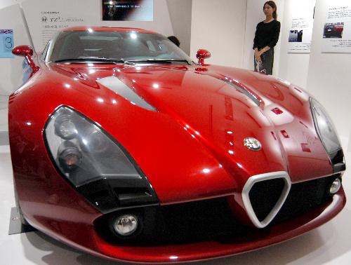 写真:エンニョ・カパサが内装を手がけたアルファロメオの特別仕様車=8月、東京都港区
