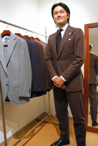 写真:トゥモローランドが提案するスーツスタイルの一例。