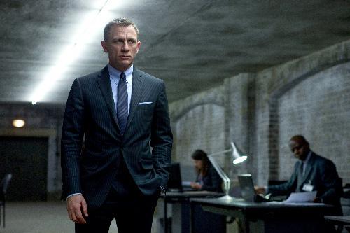 写真:映画「007 スカイフォール」から。主人公が着るスーツがトム・フォードのものだ