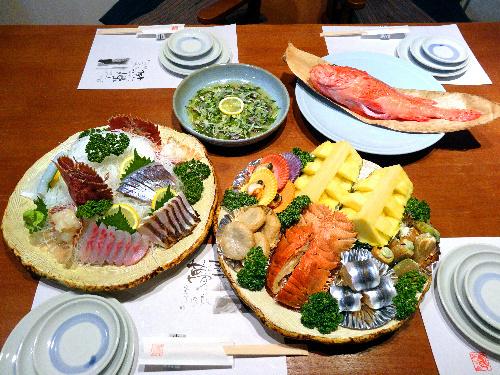 写真:宇和海料理 藝夢の「皿鉢お得セット」(税・サービス料込み5250円、写真は4人前)