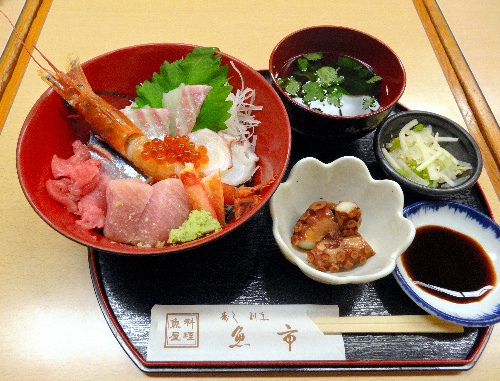 写真:魚市 天王寺ミオ本館の「海鮮丼」(950円)