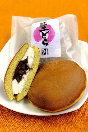 写真:おうみどうの生どら 味は、プレーン、生チョコ、抹茶。いずれも210円(税込み)