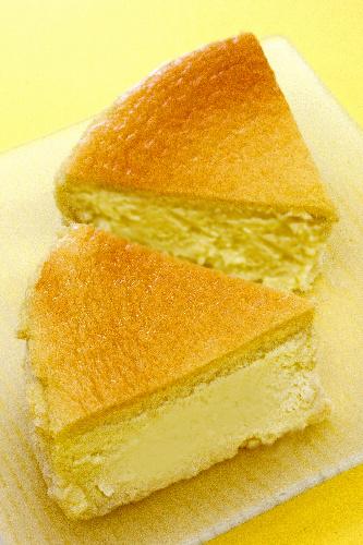 写真:ゴルゴンゾーラのチーズケーキ カット 367円(税込み)