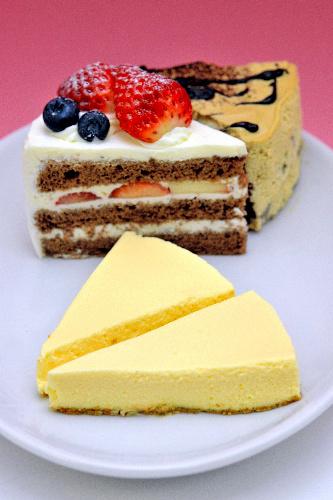 写真:レアチーズケーキ 価格 336円(税込み)