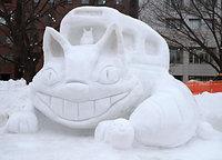 ねこバスを模した雪像