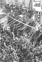 見送られて上海事変に向かう千葉鉄道連隊と立川飛行連隊=1932年