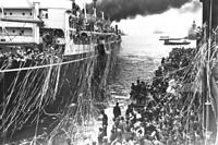 移民を乗せて神戸を出帆する「さんとす丸」=1937年4月15日