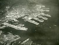 1955(昭和30)年の神戸港=朝日新聞社機から