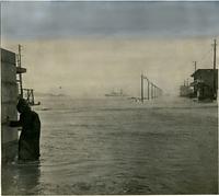 第2室戸台風(台風18号)がもたらした暴風と高波で神戸港では全突堤がひざまで水没した=1961年9月16日午後0時15分撮影