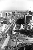 1967(昭和42)年5月15日、神戸港が開港100年を迎え、祝賀式がおこなわれた。開港を祝う自動車パレードが進む