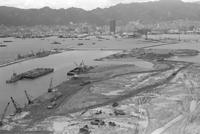 ポートアイランドの埋立が進む神戸港=1969年7月9日