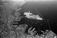 兵庫突堤上空から見た神戸港=1972年