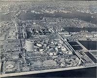 完成したポートアイランド。手前はポートピア=1981年2月3日、朝日新聞社ヘリから