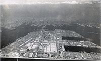 神戸市が造成した人工島「ポートアイランド」=1982年8月6日