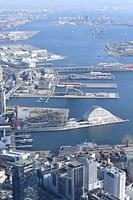 開港150周年を迎える神戸港=2016年12月15日朝日新聞社ヘリから、筋野健太撮影