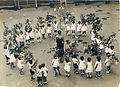 願い事を書いた短冊をつけた笹を持って七夕祭り=大阪市・船場幼稚園、1929年撮影