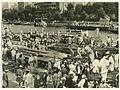 天神祭の船渡御、御乗船場のにぎわい=1937年撮影