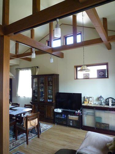 写真:勾配天井のLDKの大空間(座間S邸)