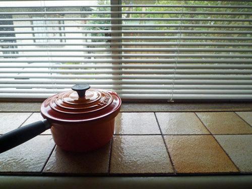 写真:台所にあるシンク前の万能スペース。