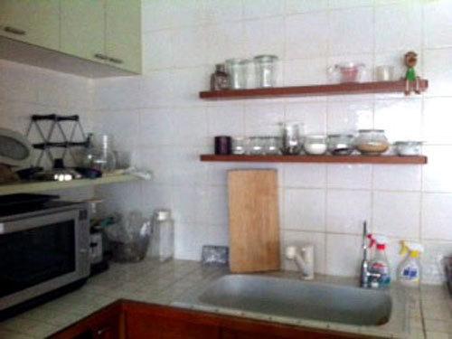 写真:文中で紹介した奥さんの家のキッチン。料理好きの嗜好が生かされた使い勝手の良さとたたずまい美しさが際立つ。