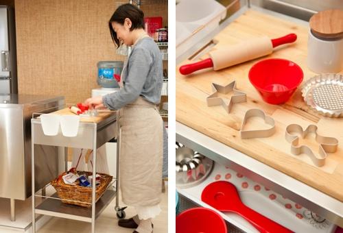写真:ママと並んでキッチンに立てるよう、まな板付きのキッチンワゴン(FLYTTA)で子どもキッチンをつくってみてはいかがでしょう。引き出しにはお子さん用のキッチンツールを入れて。