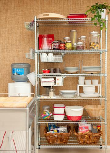 写真:ふだん使いの食器やカップ、お菓子、食材など頻繁に使うものは、オープンシェルフ収納がおすすめ。扉がないので、取り出しやすく、しまうのも簡単。