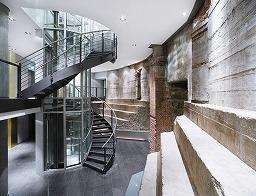写真:給水塔の良さを生かしてリフォームされたハンブルクのホテル
