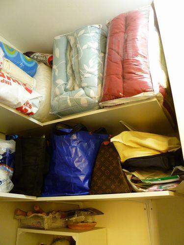 写真:寝具が収納できるようになって大満足!しかしここは倉庫ではなく、メード部屋…