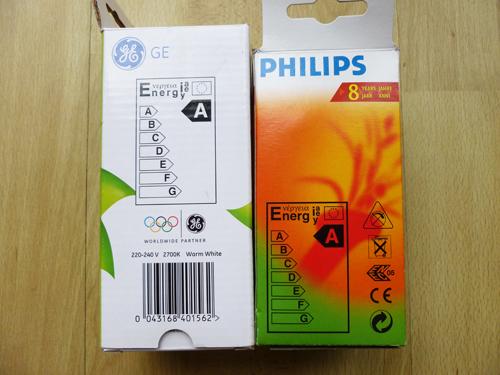 写真:電球型蛍光灯にプリントされている省エネ度の表示。家電製品全般にもつけられており、購入のときの参考になる