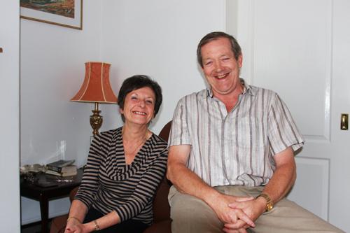 写真:向かいの家の隣人アンとケン夫妻。現在は、退職して2人暮らし